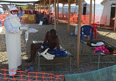 新たなエボラ死者で約1000人を隔離措置、シエラレオネ