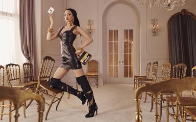 「H&M×モスキーノ」キャンペーンイメージ公開