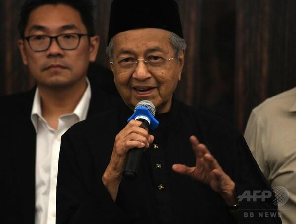マハティール氏、マレーシア首相に就任 世界最高齢の指導者に