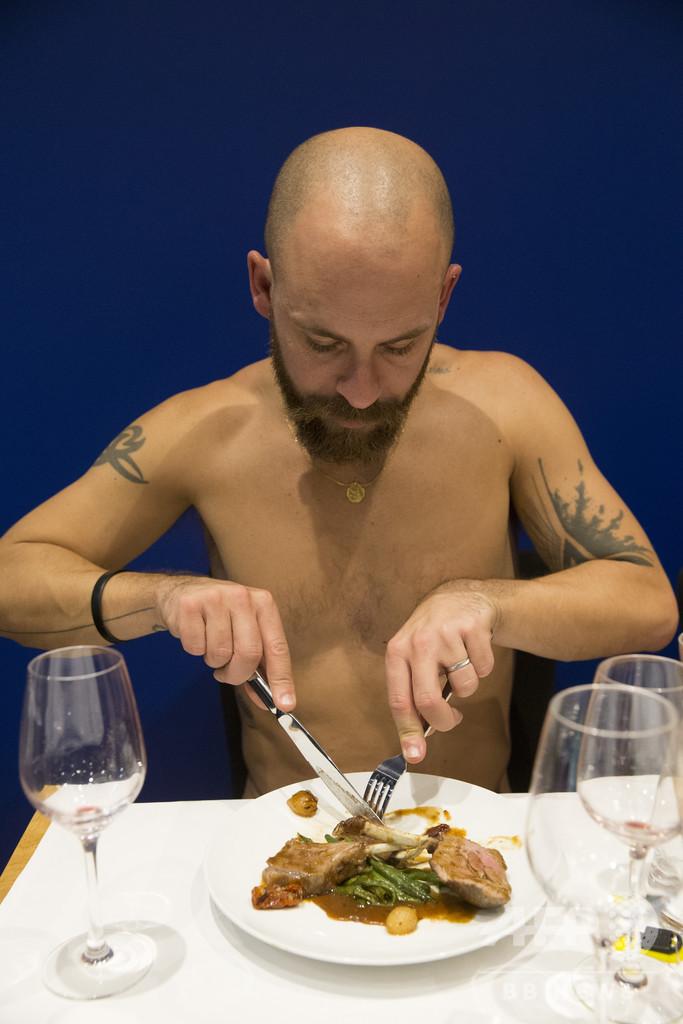 パリ初のヌーディスト向けレストラン、客不足で閉店へ