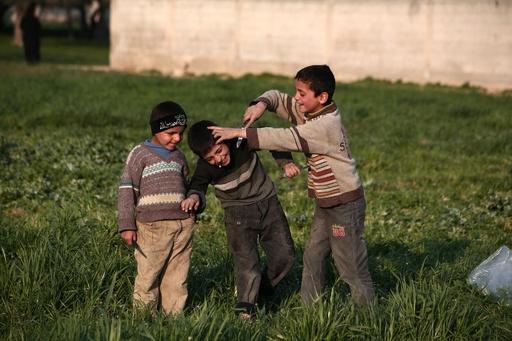 シリア・イラクの戦乱で子ども1400万人の将来に危機、ユニセフ