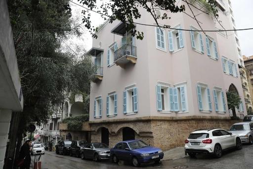 ゴーン被告がレバノン首都に所有する住宅前、報道陣が待機
