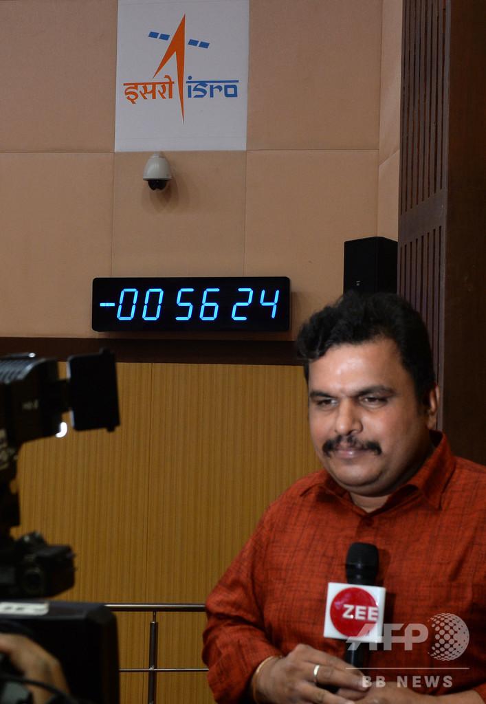 インドの月探査機、予定時刻の56分前に打ち上げ中止 「技術的障害」
