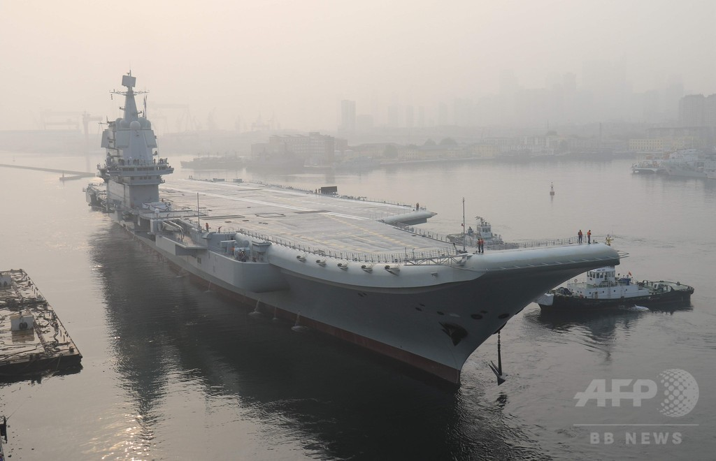 中国初の国産空母が試験航海、2020年までの就役目指す