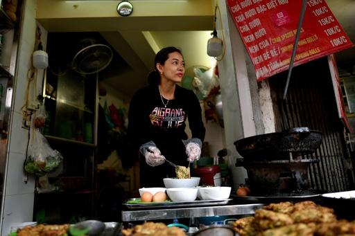 ハノイの冬の風物詩、ゴカイ料理を召し上がれ ベトナム