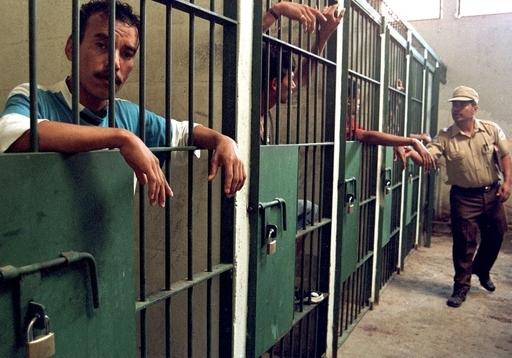 スロベニアの囚人、厚さ1メートルの壁に穴堀り「大脱走」