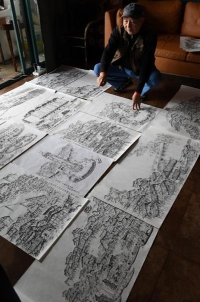 絵筆でたどる記憶の中の重慶 高齢男性、20年前の街並み再現