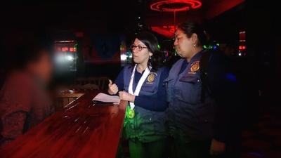 動画:人身売買の排除目指しナイトクラブ調査、ペルー当局