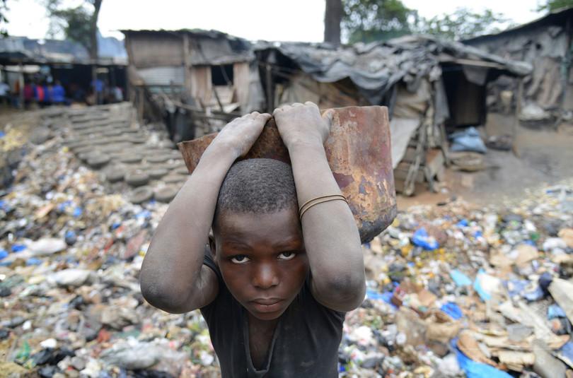 「極度の貧困」7億6700万人、世銀13年データ
