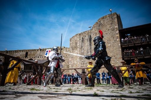 中世のよろい姿で白熱の戦い「バトル・オブ・ザ・ネーションズ」 セルビア
