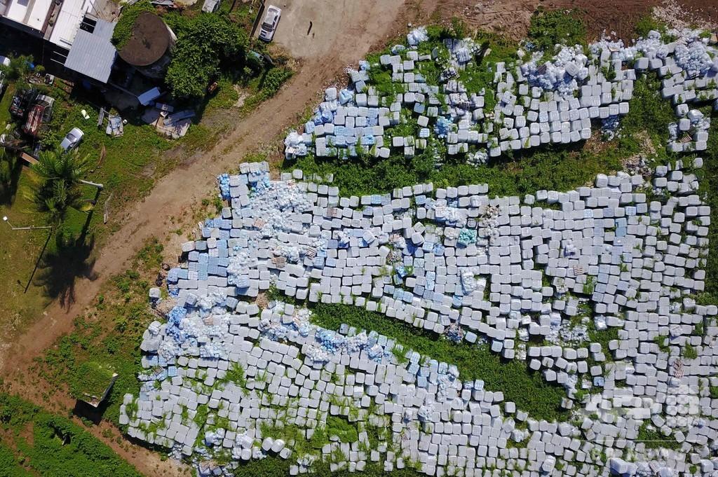 ハリケーン支援の水ペットボトル数万本、農地に放置 プエルトリコ