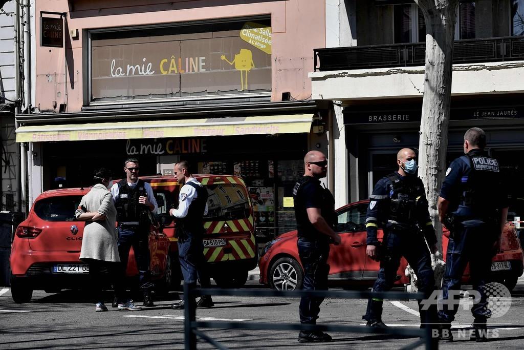 男が刃物で襲撃、2人死亡4人負傷 フランス
