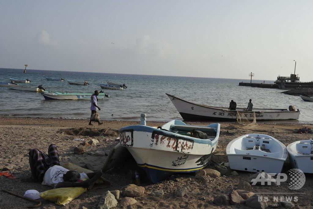 ジブチ沖で移民ボートが転覆、130人不明 5人死亡