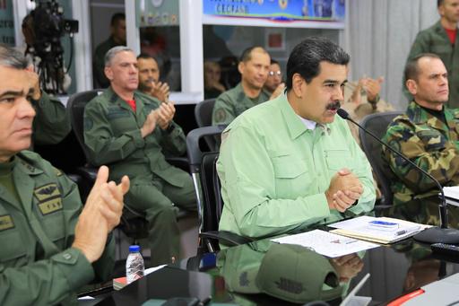 ベネズエラ大統領、ブラジル国境閉鎖 野党指導者はコロンビアから物資搬入目指す