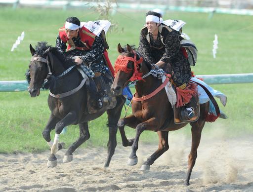 福島の相馬野馬追、震災以来の本格開催