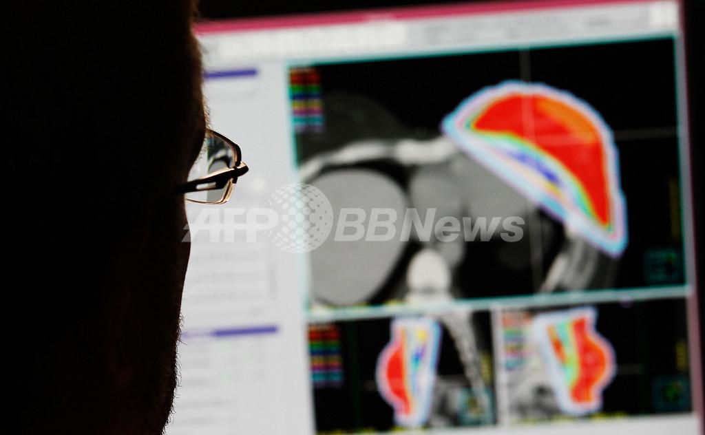 内側から腫瘍を散らす「クラスター爆弾」、イスラエル