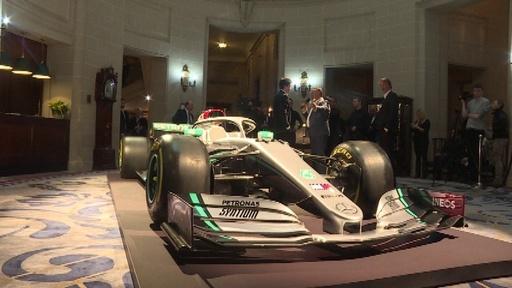 動画:メルセデスが新カラーリング発表、F1