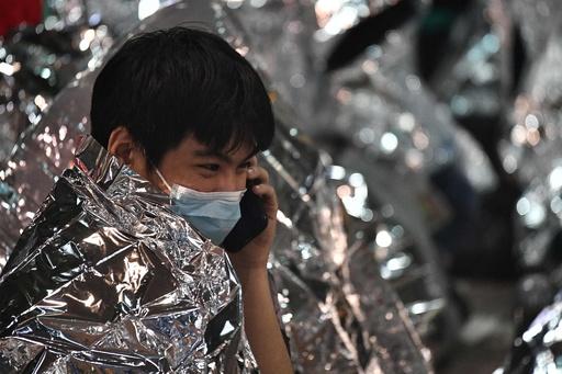 香港行政長官、大学占拠のデモ隊に投降呼び掛け 構内になお約100人