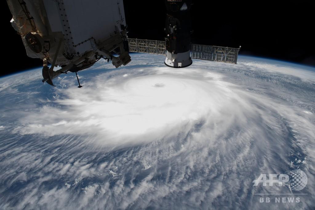宇宙から見たハリケーン「ローラ」 ISS撮影