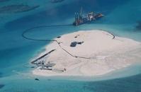 中国、南沙諸島で埋め立て フィリピンが写真公開