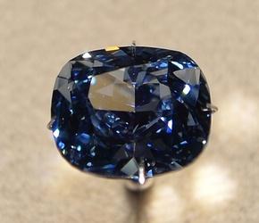 世界最大級のブルーダイヤ 「ブルームーン」、LAで公開
