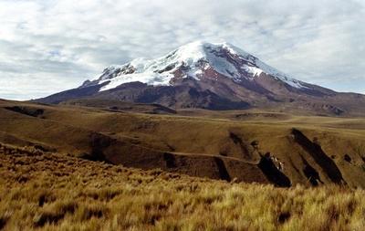エクアドル最高峰で凍結3遺体発見、約20年前に遭難の登山者か