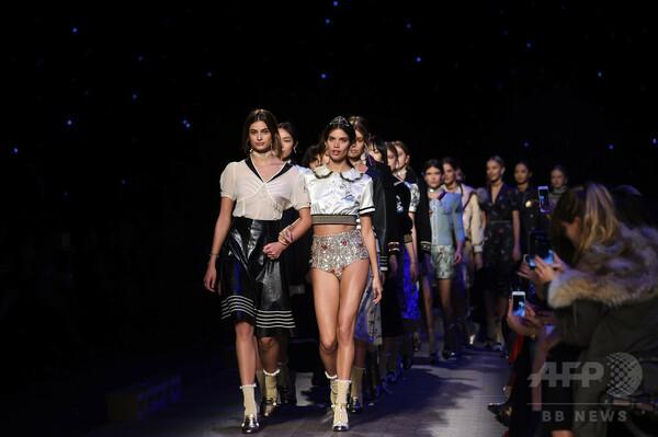 ファッション界に革命、ショーで見た服がすぐ手に入る時代に