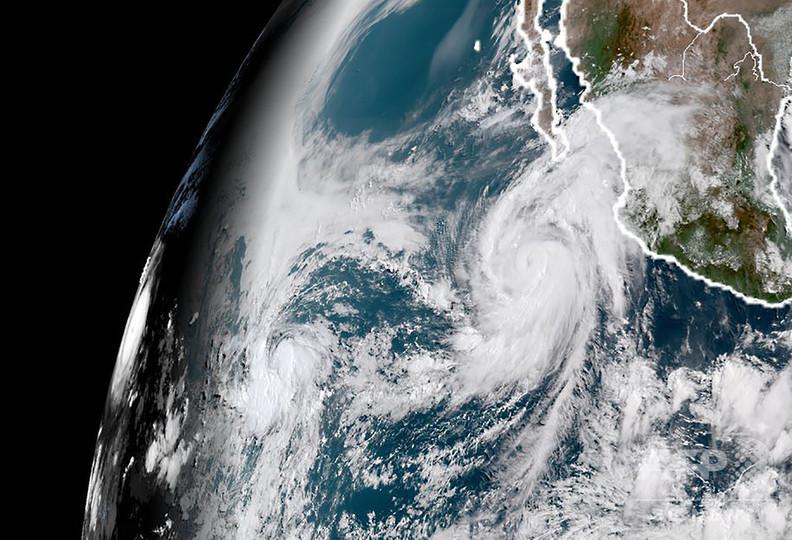 火山噴火のハワイ、カテゴリー4のハリケーンが接近 「危険な高波」警戒