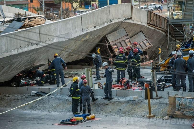 W杯都市で高架道路が崩落 2人死亡、19人負傷 ブラジル