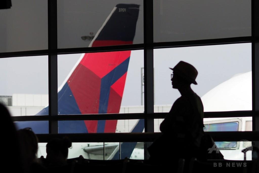 米家族、デルタ航空便から強制降機 子どもの席譲らず