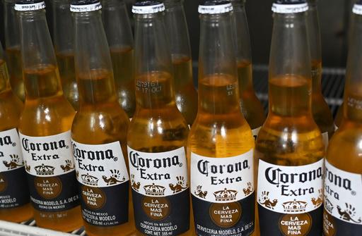 コロナビール販売元、「米国での販売は好調」 世論調査に反論