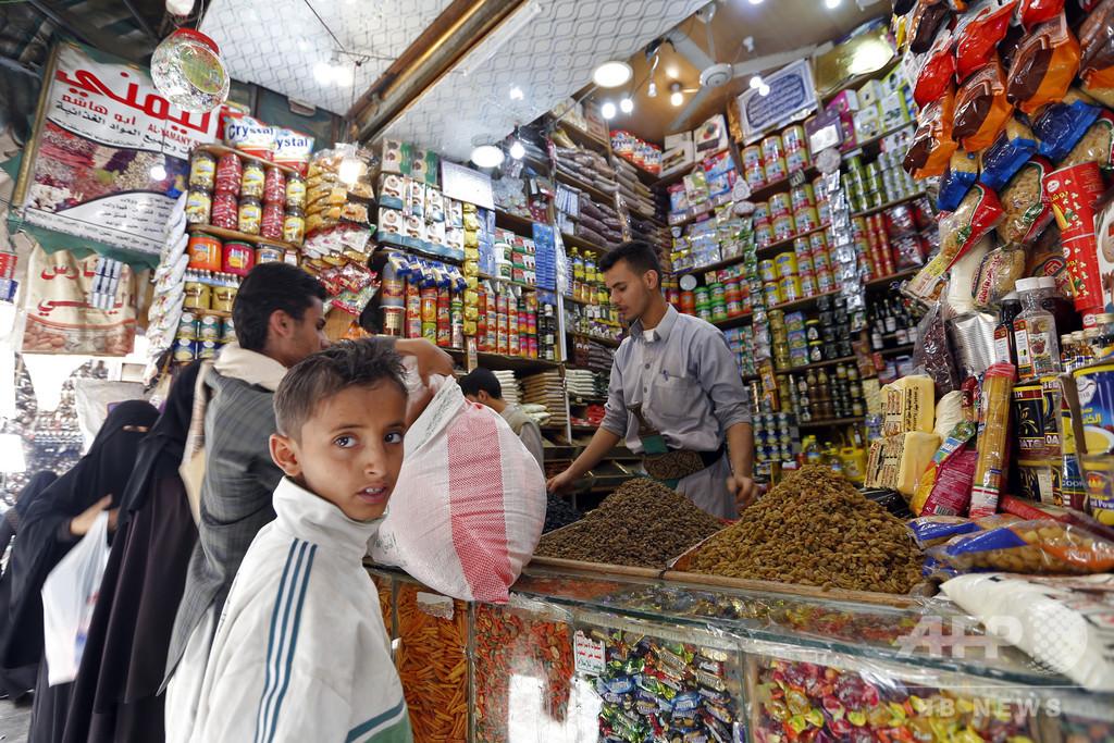「侵略者」の品であふれる市場、市民ら反発 イエメン首都
