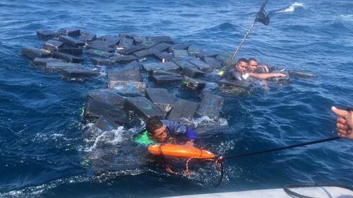 麻薬密輸船が難破 売人ら、コカインの包みに浮いて生還 コロンビア