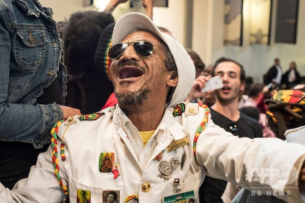 南ア、「大麻の私的な場での個人使用は合法」 憲法裁が判断