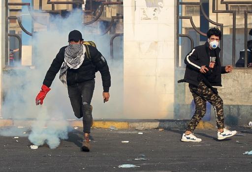 イラク首都で反政府デモ、3人死亡 一連の死者約460人 米大使館近くにはまたロケット弾