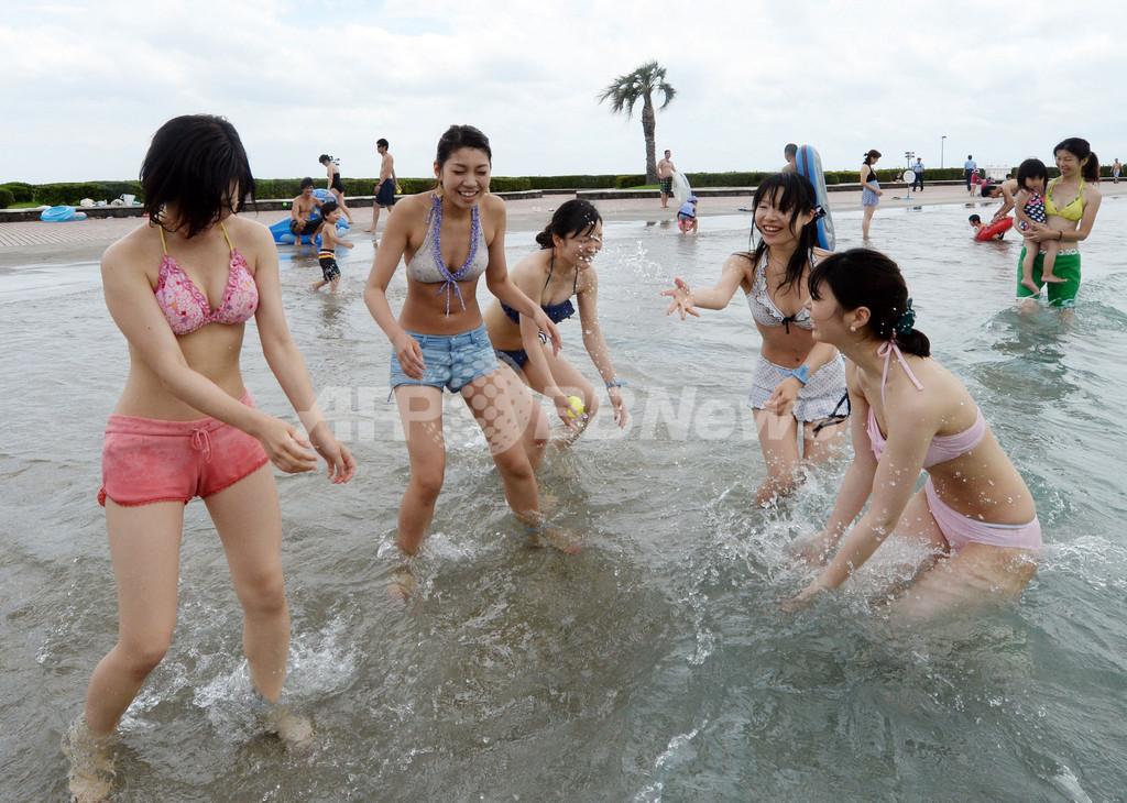 大磯ロングビーチでプール開き、1000人以上が初夏楽しむ