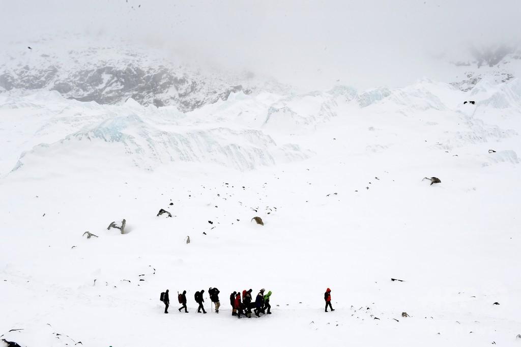 ギリシャ登山隊、シェルパに逃げられ命拾い ネパール地震