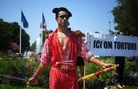 フランス南部で闘牛反対デモ