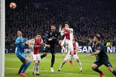 欧州CLで初のVARによる得点取り消し、UEFAが主審の判断を説明
