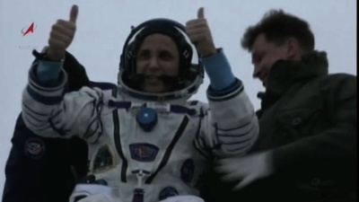 動画:ISSから地球に帰還、米ロ宇宙飛行士ら