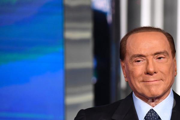 イタリア政界を揺さぶるベルルスコーニ元首相