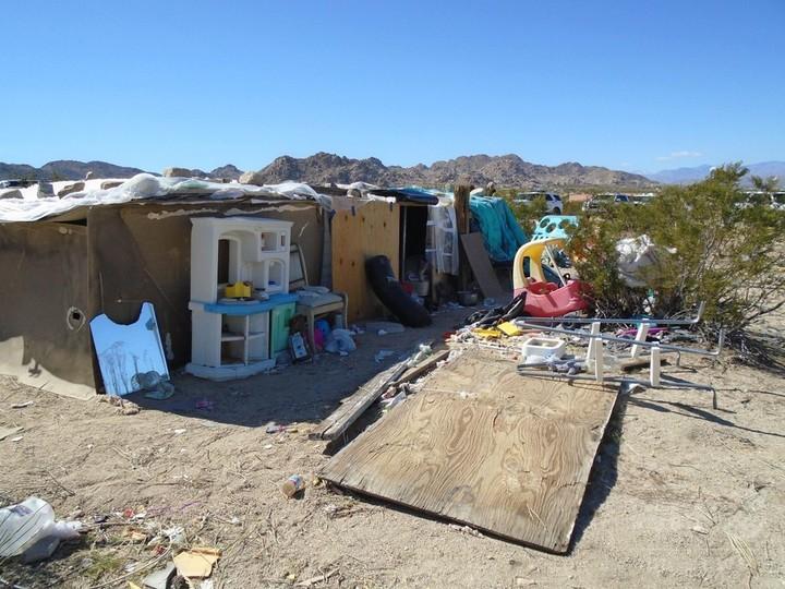 「箱」の中で家族5人で4年間生活、児童虐待容疑で両親拘束 米
