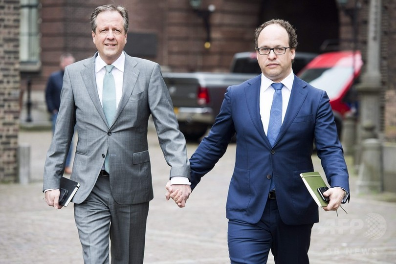 男性同士で手つなぎ街へ 同性愛者に連帯、世界に広がる