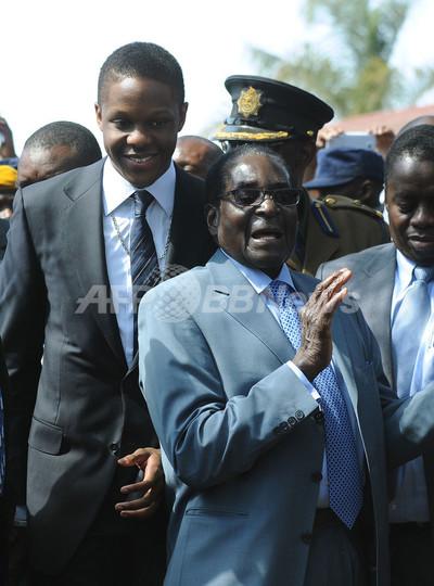ジンバブエ大統領選、現職のムガベ大統領が勝利