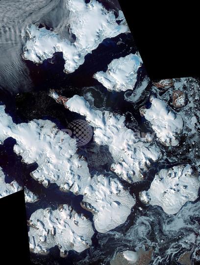 氷河に覆われた北極圏の島々、フランツヨーゼフランド