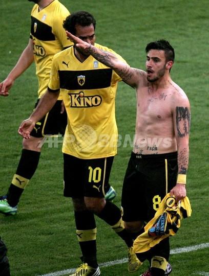 試合で「ナチ式敬礼」、ギリシャサッカー選手が代表永久追放に