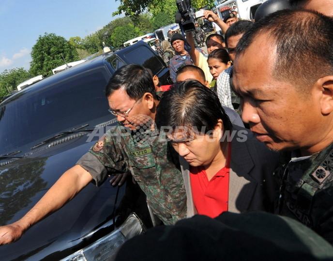 知事選めぐる大量殺人の州に戒厳令、知事の身柄拘束 フィリピン