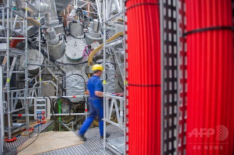 独核融合装置、プラズマ持続に初成功