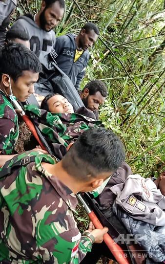9人乗った小型機墜落、12歳の少年1人が生存 インドネシア東部