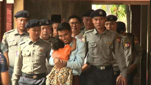 動画:ミャンマーで勾留中のロイター記者2人、裁判所に到着